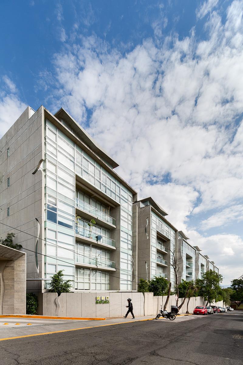 lateral facade