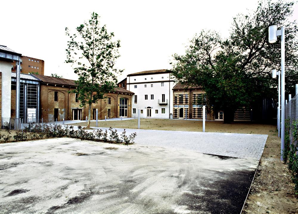 Vista d'insieme della corte e degli edifici della cascina