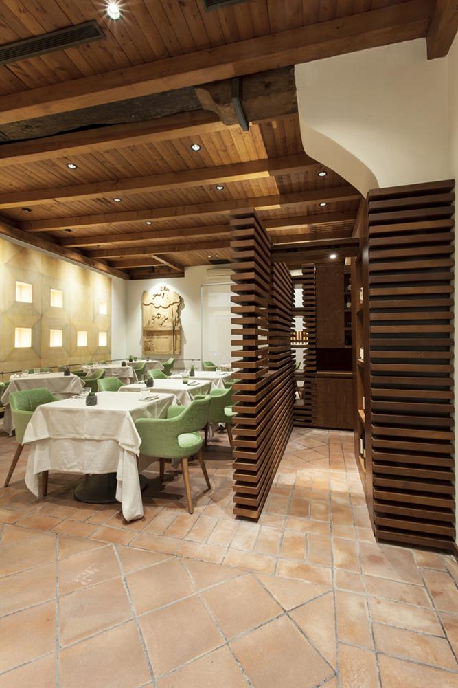 la connessione della sala ristorante con l'area cucina leonardo gentili