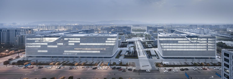 Building in context Yao Li