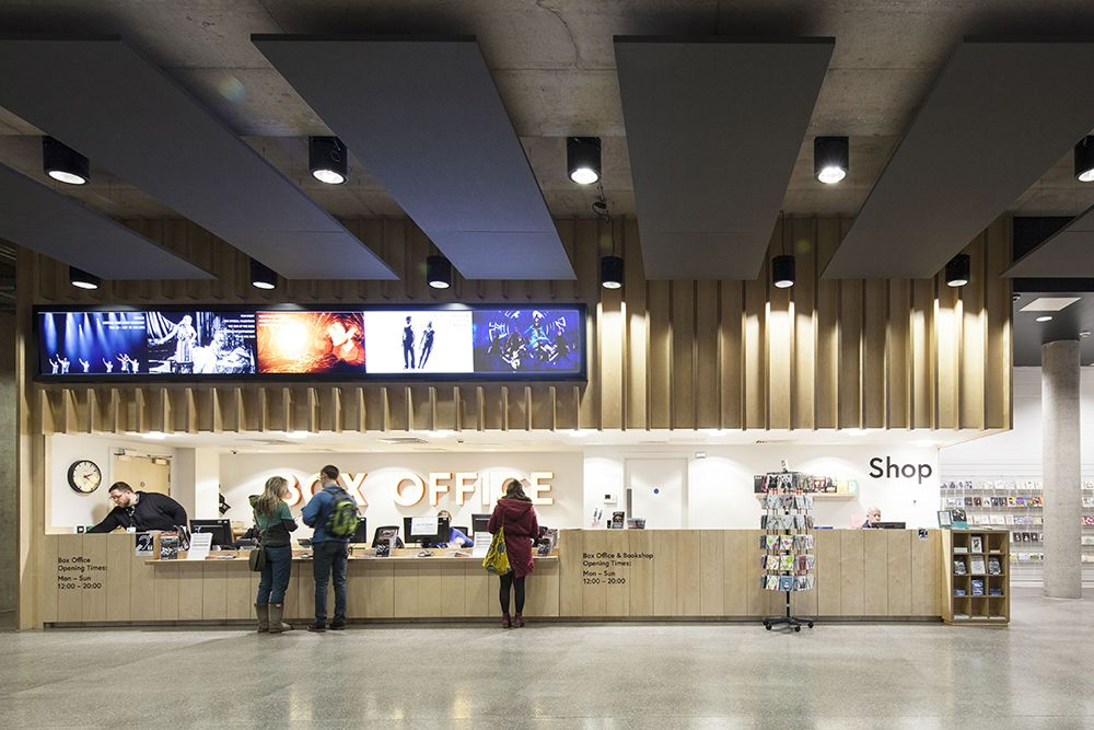The multifunctional foyer can be used by the gallery or for events outside of theatre hours