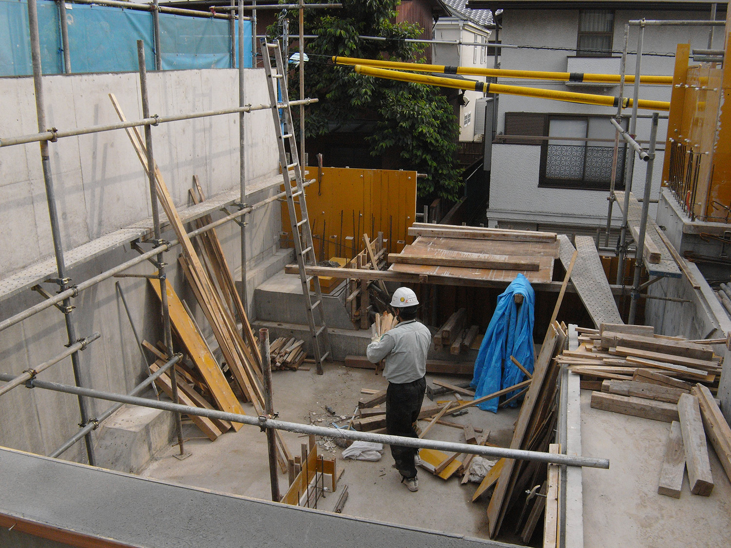 First floor part mold release. The courtyard gradually appears.
