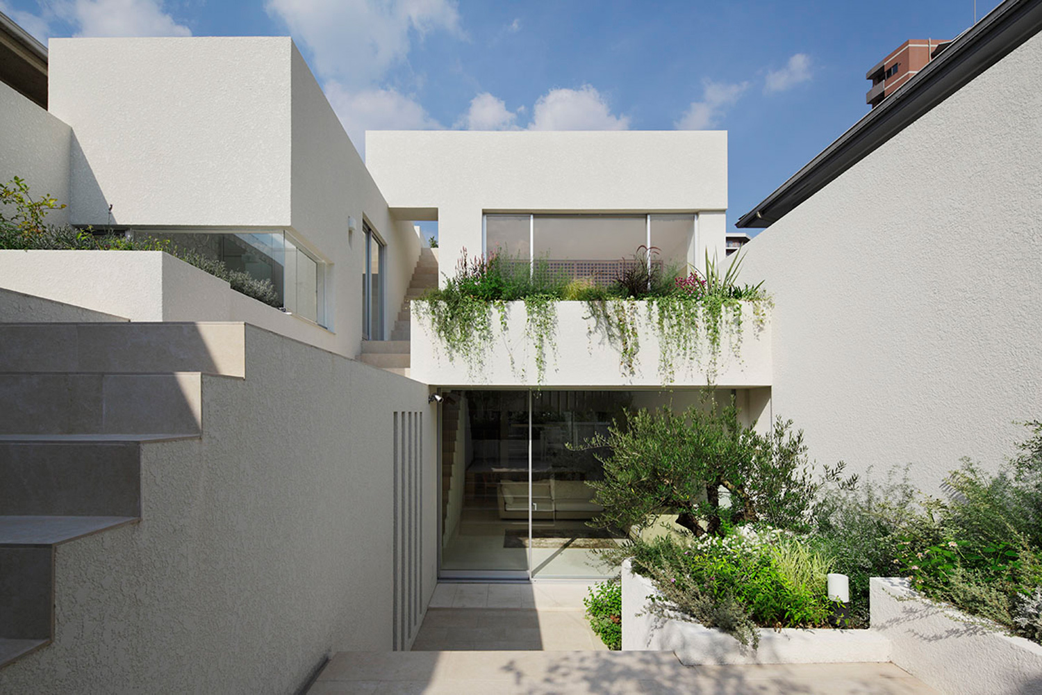 Courtyard.By gathering the gardens together and integrating with the building you can secure a large garden in a narrow site. There is light and wind in it. }