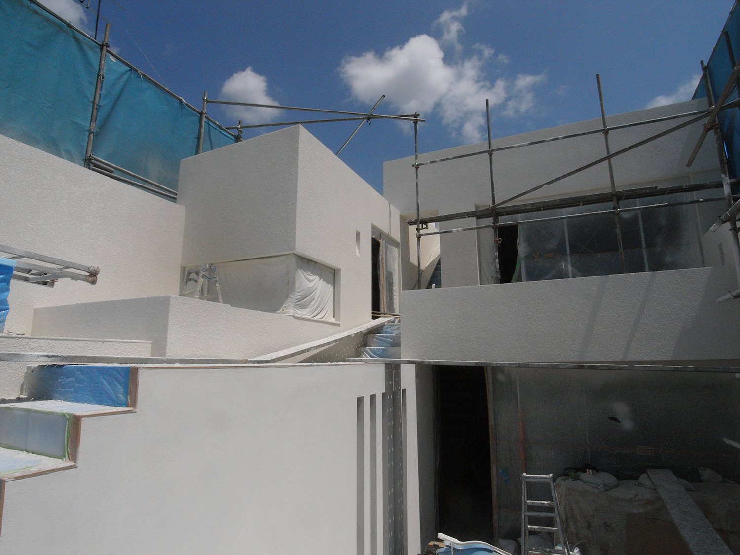 External wall finish. White space that shines of planting.