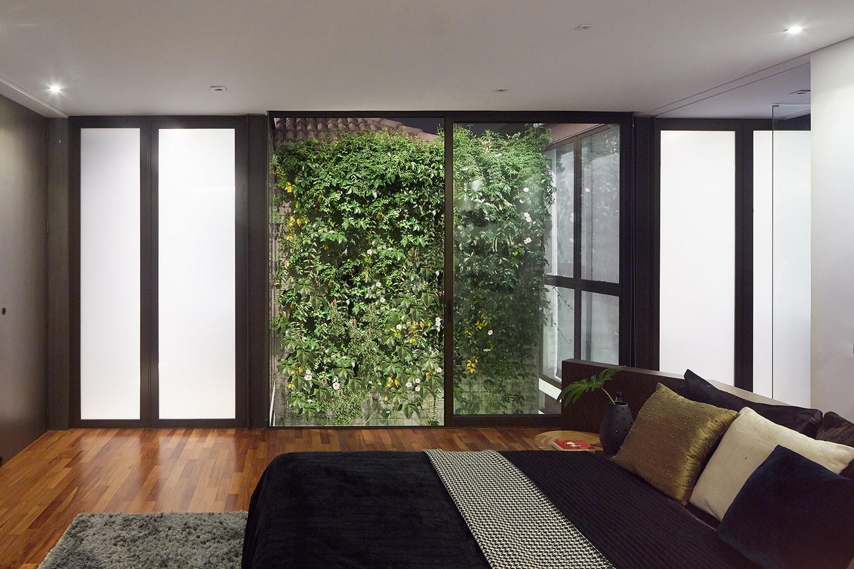Bedroom – view to the exterior patio Pedro Kok}