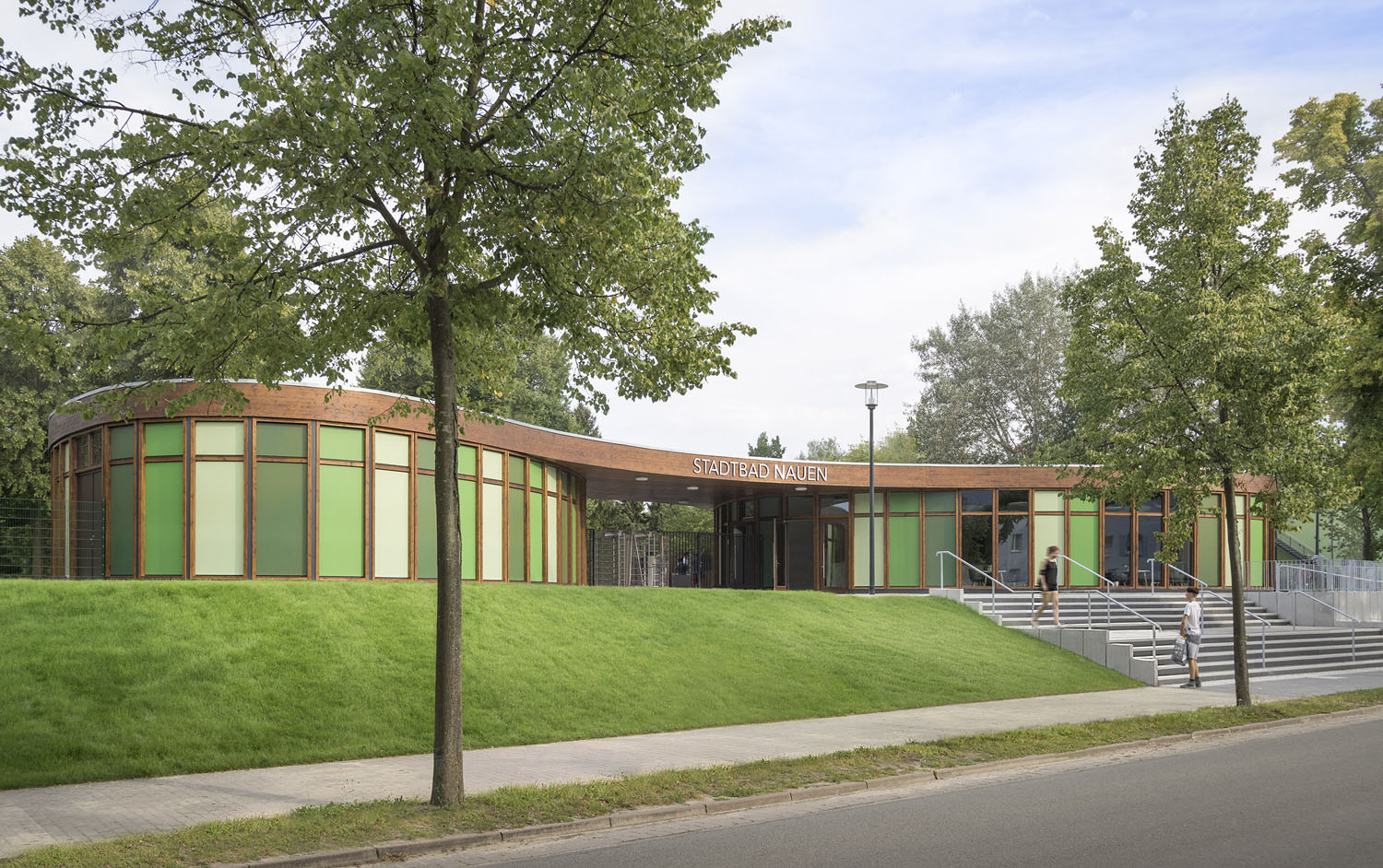 The green of the surrounding is mirrored in the façades of the new buildings  Lev Chestakov