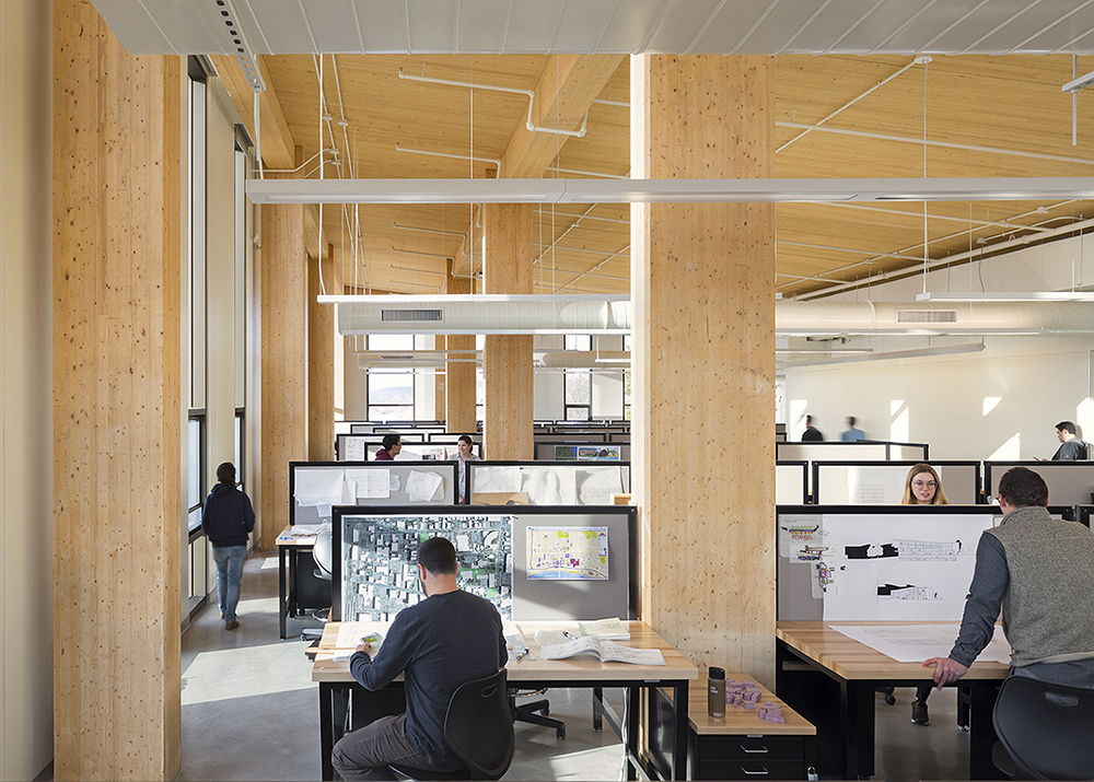 Fourth floor design studios with natural daylight and exposed wood structure  Albert Vecerka / Esto