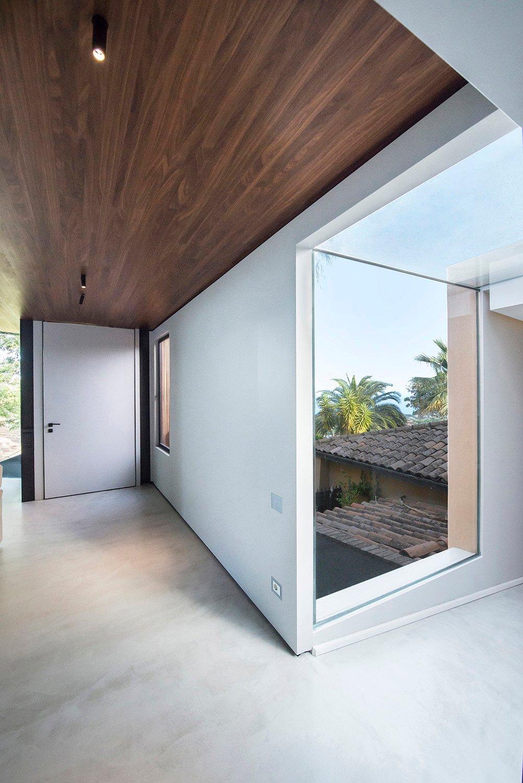 Vista interna su ingresso e collegamento in vetro