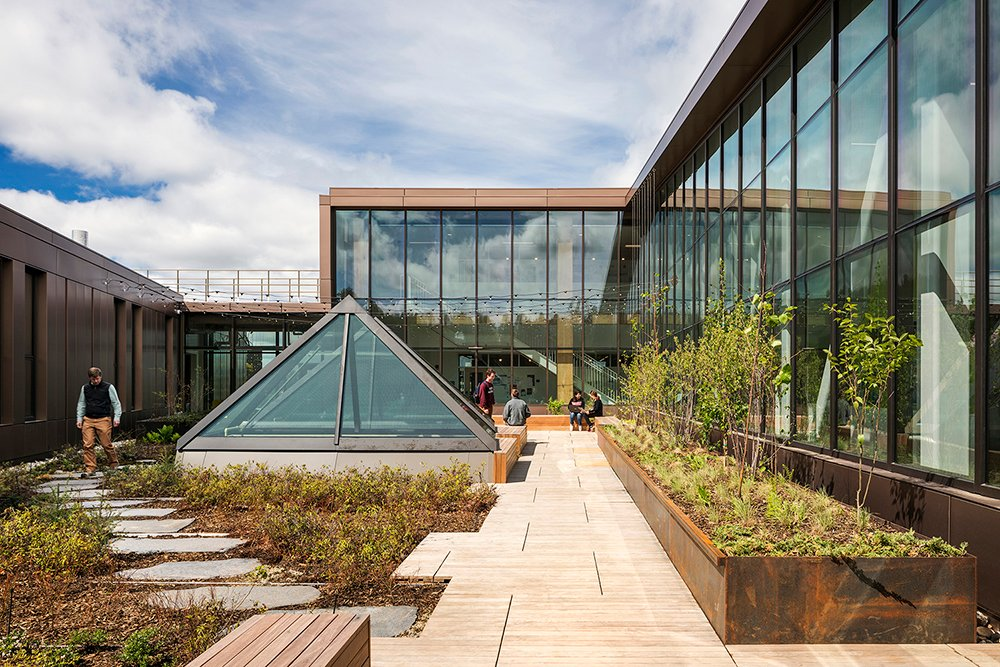 """The rooftop courtyard is supported by a long-span wood-steel truss system (a """"zipper"""" truss) that is exposed in the atrium below Albert Vecerka / Esto"""