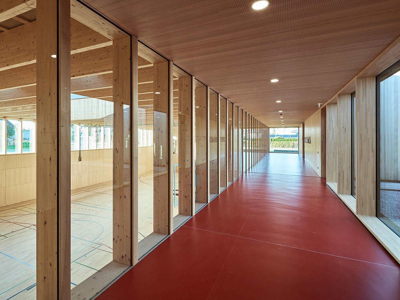 School Unterdorf_hallway, view of gym Bruno Klomfar