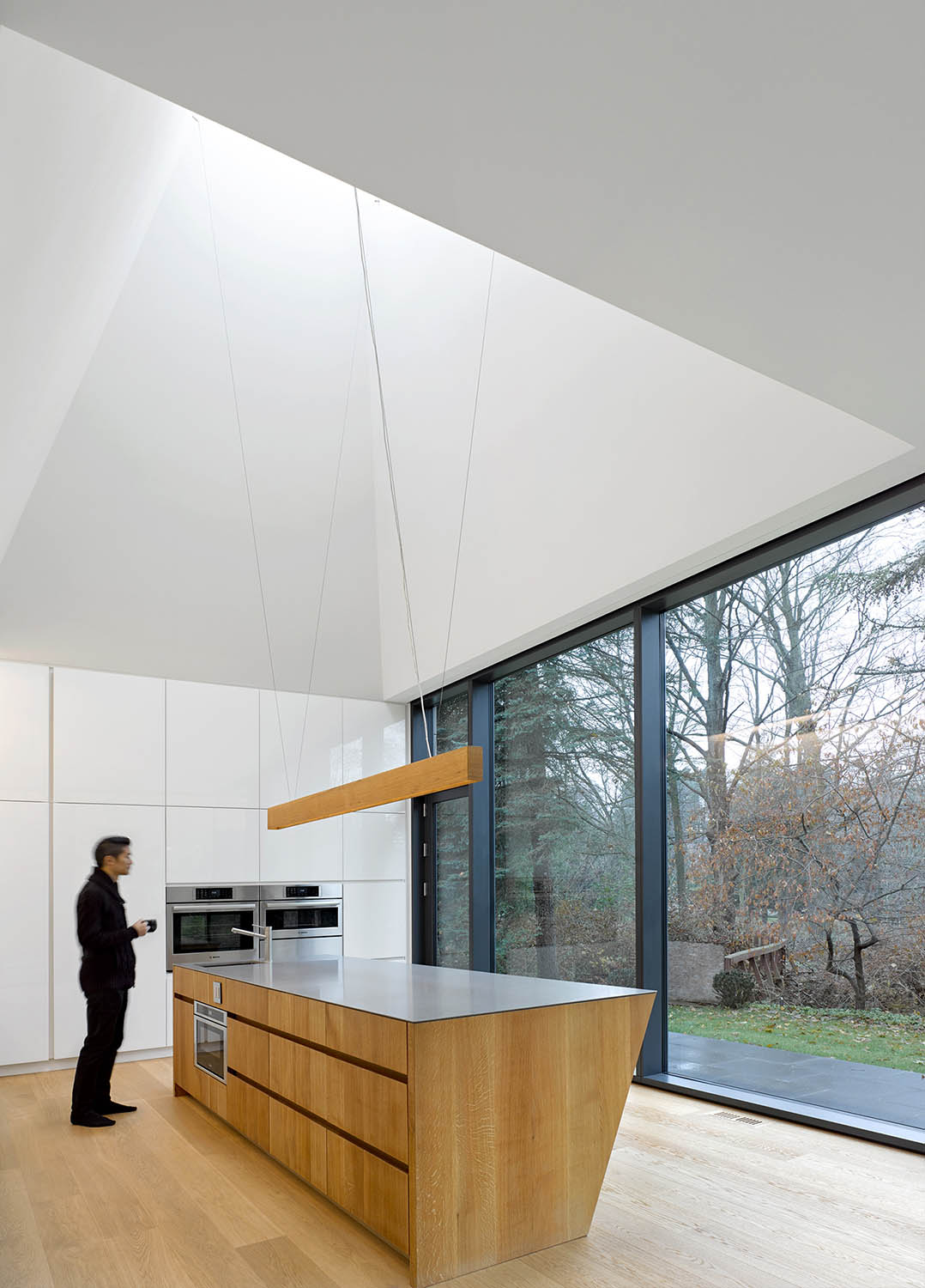 Pyramidal ceiling and proximate view.   Ben Rahn/A-Frame Inc.