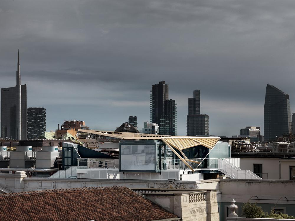 Priceless, vista generale e skyline Milano