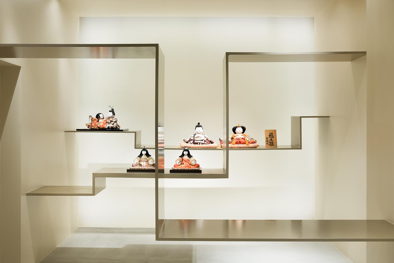 Hina dolls exhibited on the steel floating shelves.  Takumi Ota photography