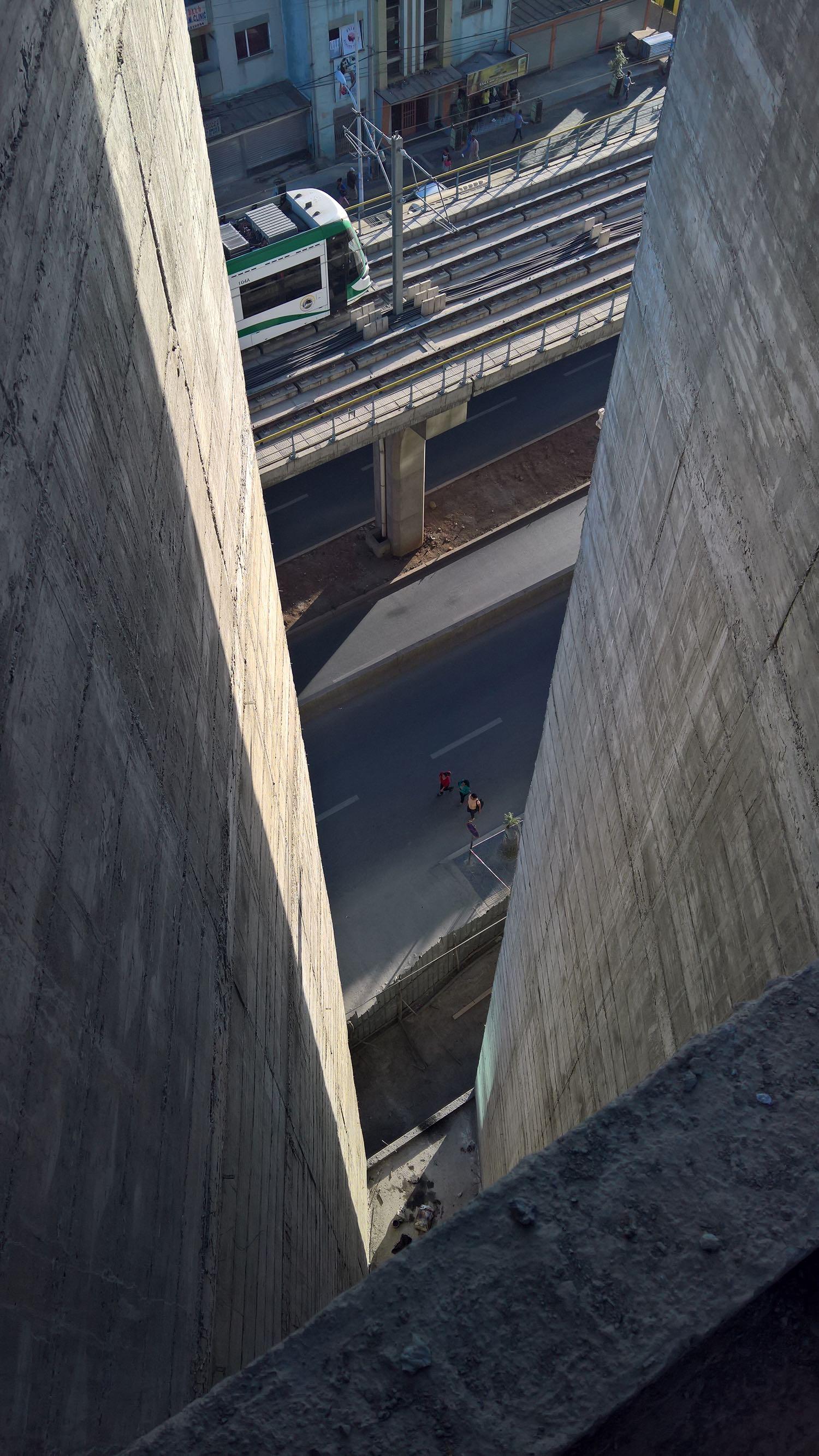 taglio tra il corpo centrale e ala est dell'edificio  westway architects