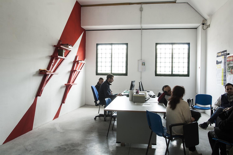 Redazione Voci di Dentro _ dettaglio libreria Photo: Stefano Mont Y Girbes, VIVIAMOLAq