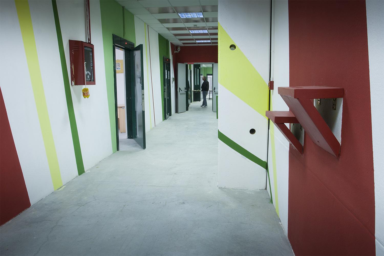 Corridoio _ dettaglio mensole Photo: Stefano Mont Y Girbes, VIVIAMOLAq