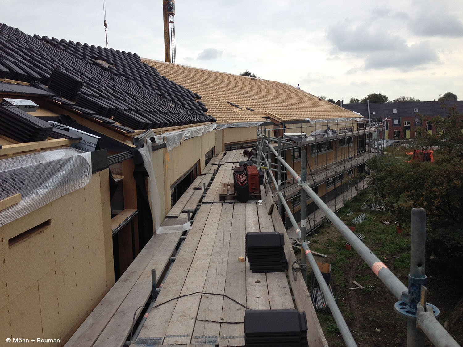 Pre-fabricated roof system and placing roof tiles Möhn + Bouman