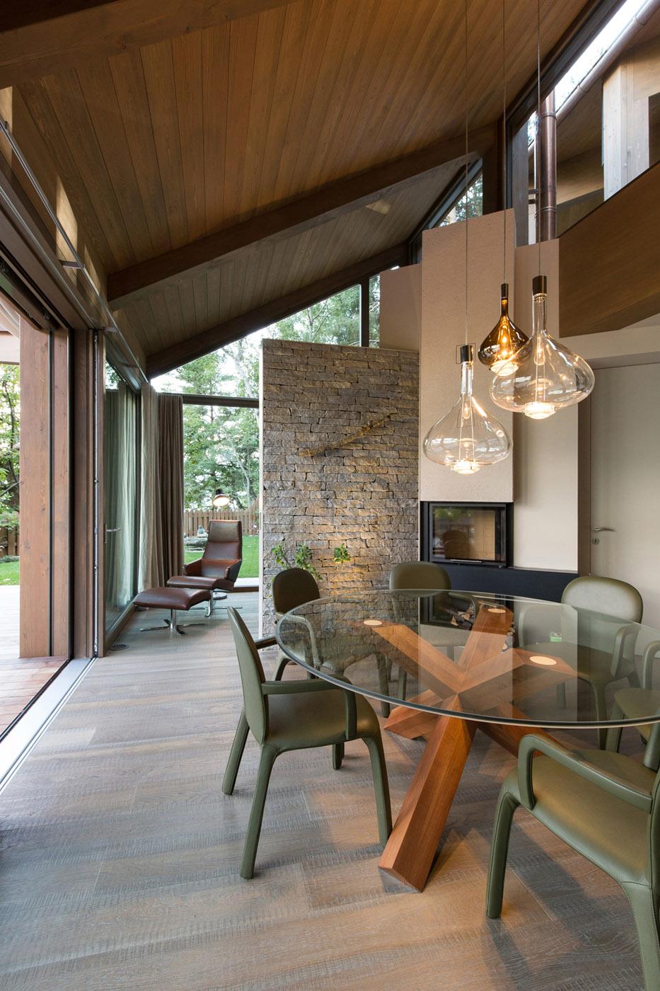 veduta interna - le mura di pietra proseguono all'interno della casa