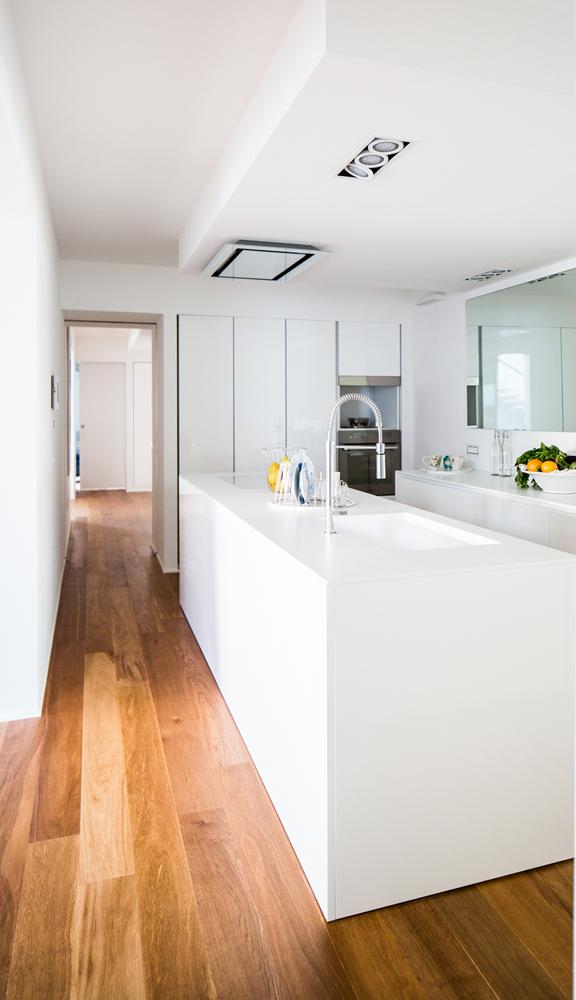 Foto 2 - Vista del corridoio che collega l'ambiente cucina con il resto della casa Gian Michele Manca