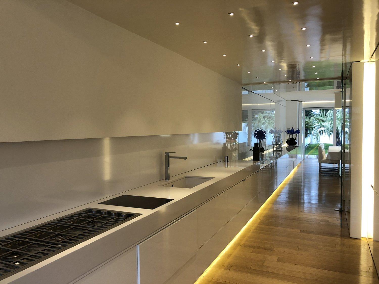 Vista dalla cucina verso sala da pranzo Iraci architetti
