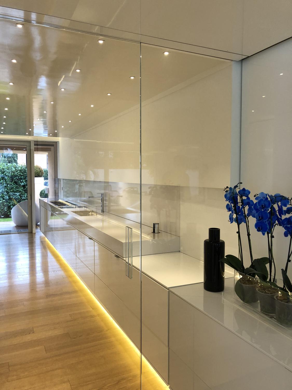 Vista cucina da sala pranzo. 2 Iraci architetti