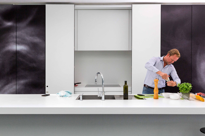 Multifunctional cabinets in an ergonomic kitchen Yannick Milpas
