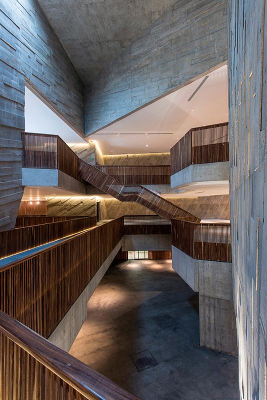 Triple-height mezzanines.  Jaime Navarro
