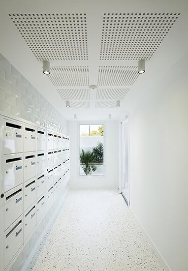 Entrance with a terrazzo floor Mathieu Ducros