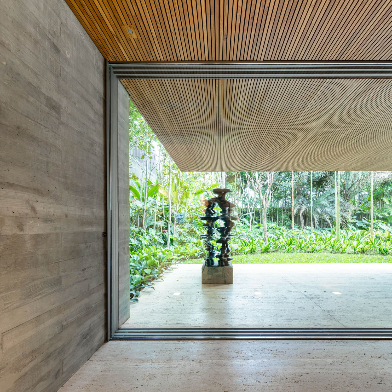 In and out Fernando Guerra| FG + SG Fotografia de Arquitectura, courtesy Studio MK27