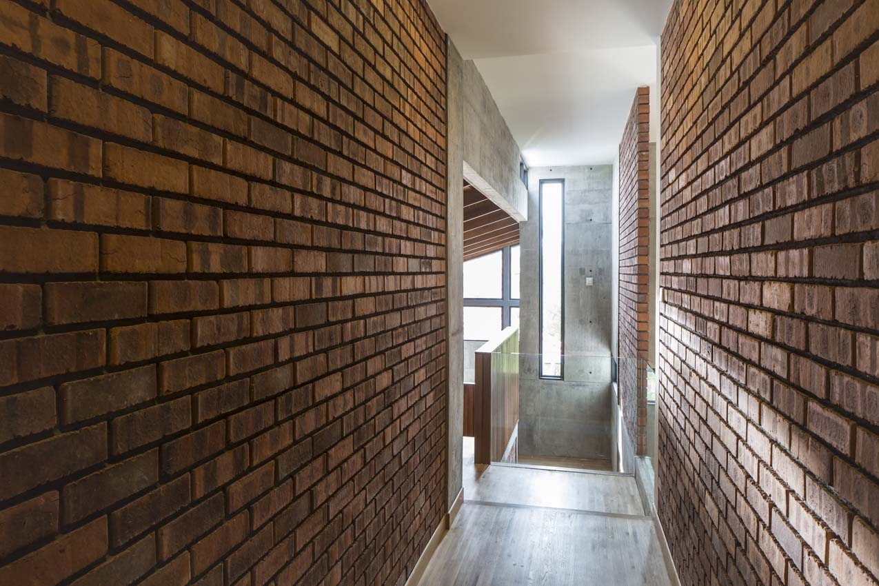 view of corridor along spine walls