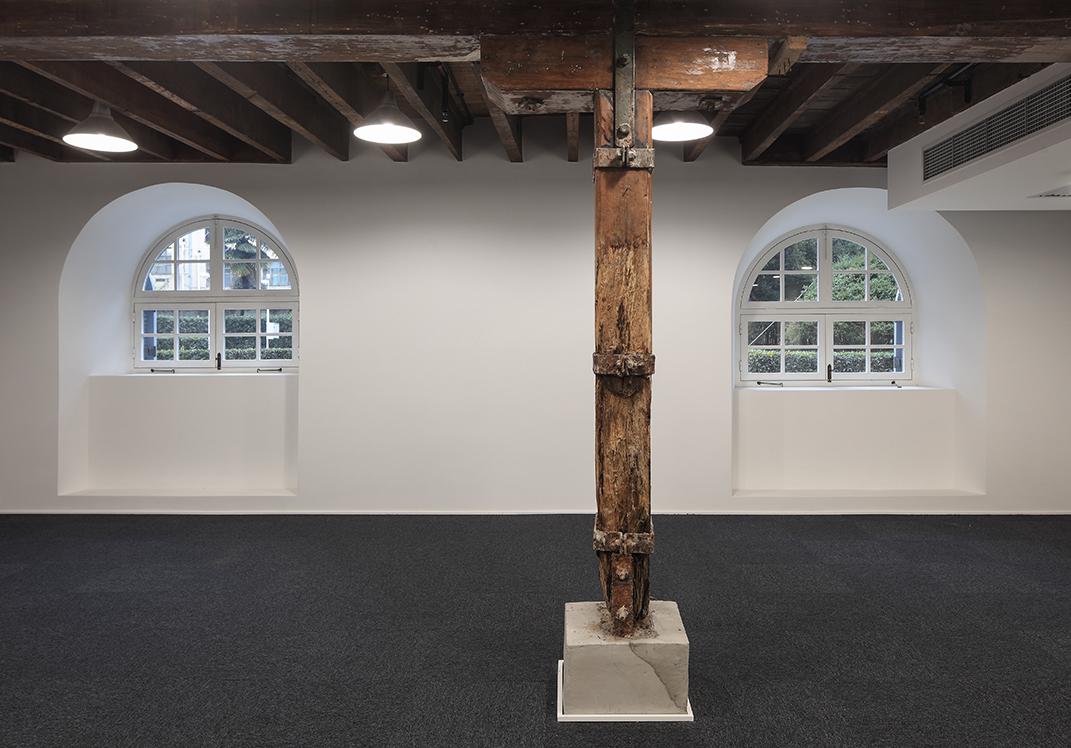 Space on the Ground Floor - Historical Wooden Pillars