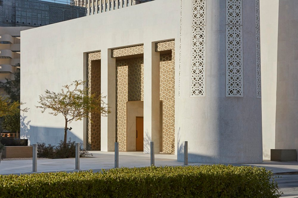 View of main entrance to prayer hall and the minaret_©Hufton+Crow