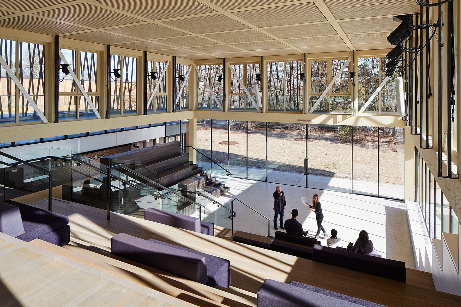 The lobby is designed to accommodate the spoken word, providing opportunities for informal performances, events, and educational programs. Acoustic wood ceiling panels and theatrical lights further its abi