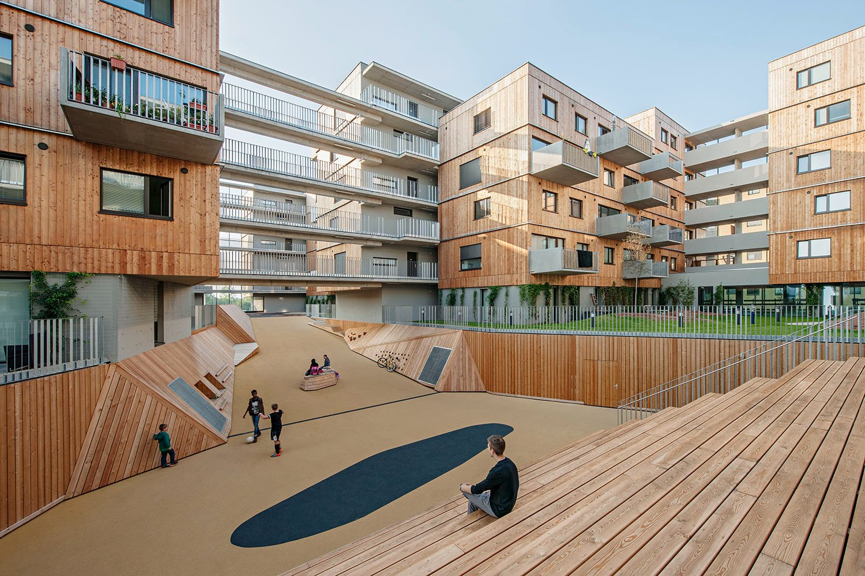 Wood Housing Seestadt Aspern, canyon, an area with several changes of level and seating steps  © hertha hurnaus | berger+parkkinen architekten | querkraft architekten