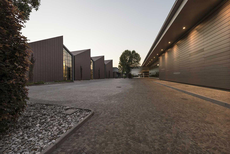 il complesso produttivo di Santa Margherita Gruppo Vinicolo Moreno Maggi