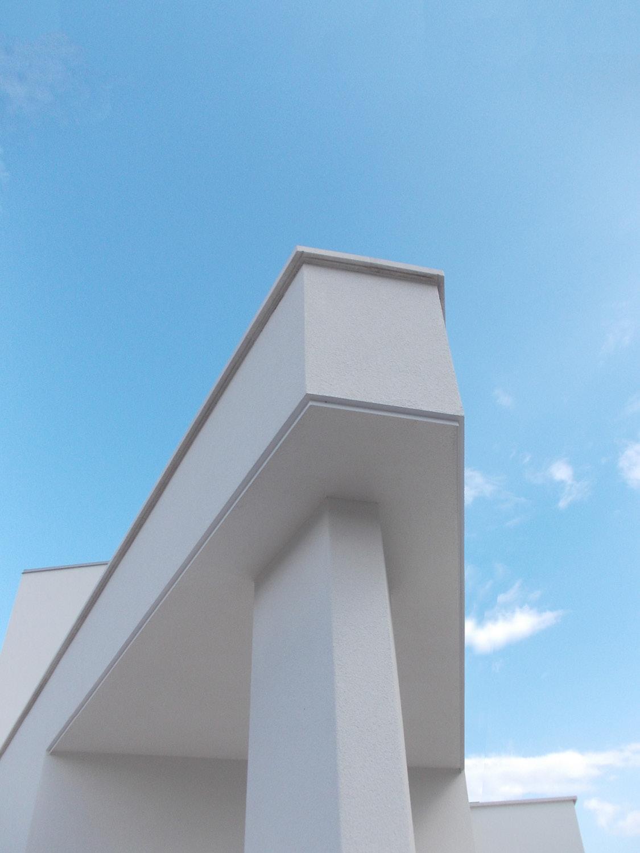 Dettaglio - Vista della pensilina d'ingresso