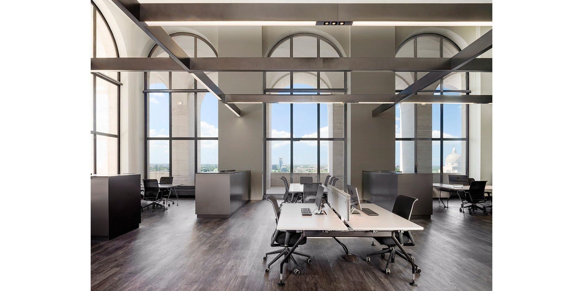 open space office by Andrea jemolo