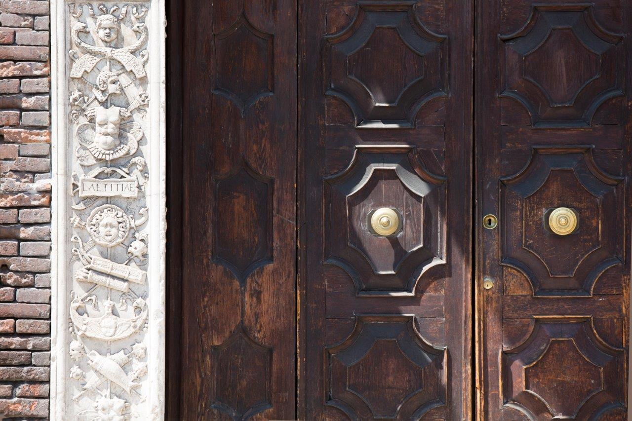 Il portale originale d'ingresso }