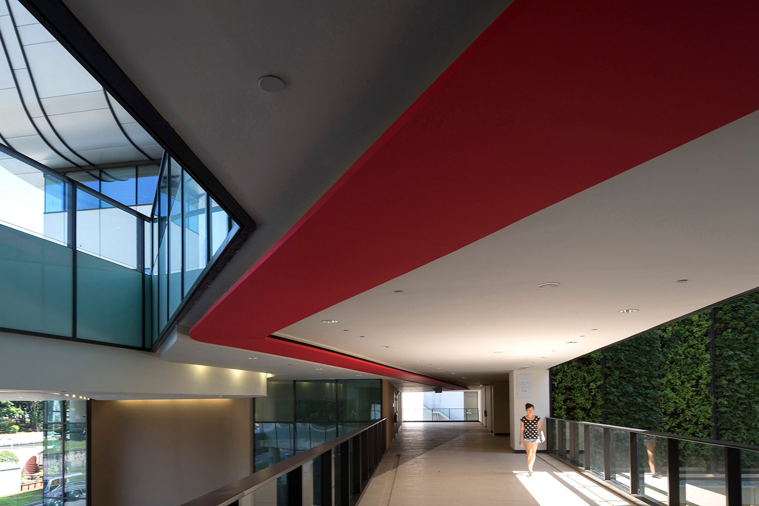 The language of the ribbon on the external is brought into the internal,  in SIT's corporate colour red