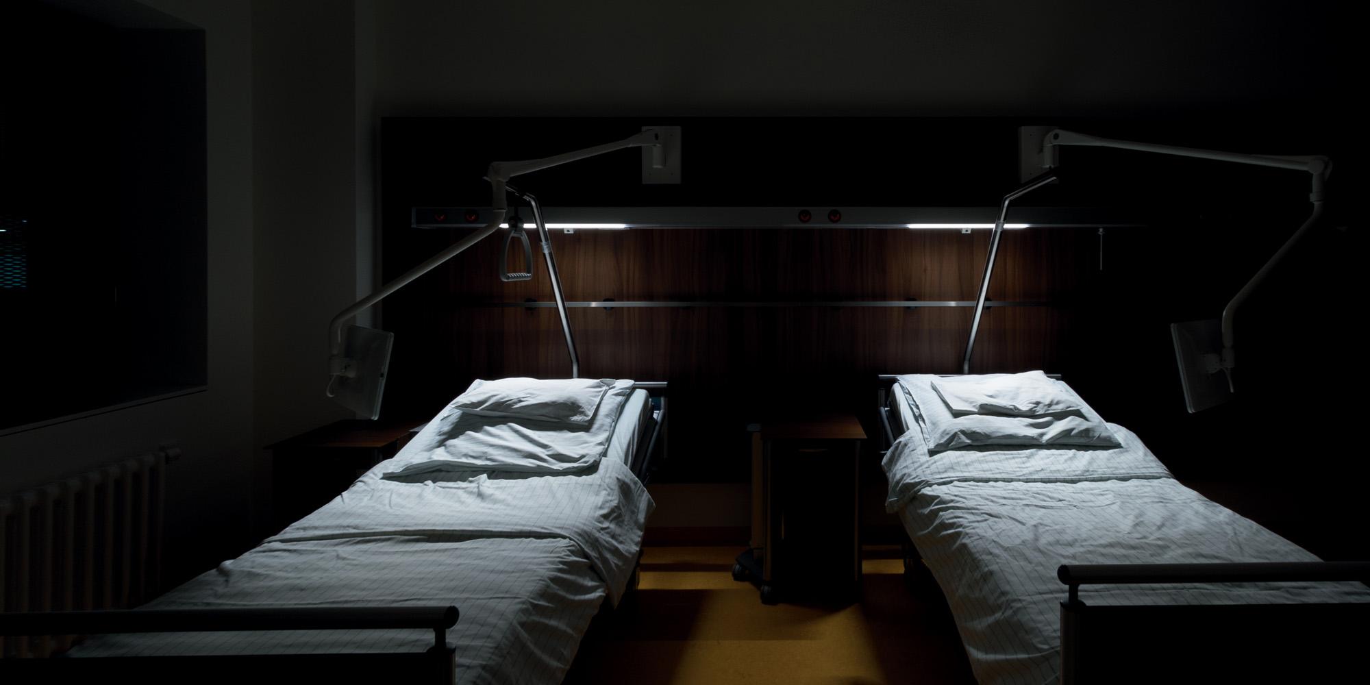 Anteriore a LED specchia la luce, semplici stanze da bagno