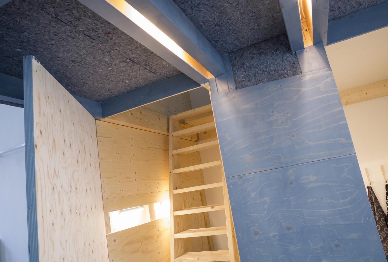 LED fixtures between structural beams Studio Csany