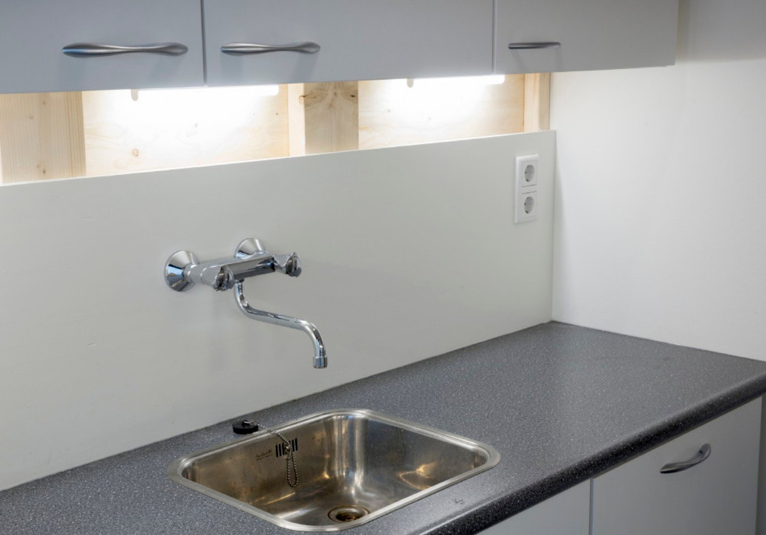 outlets vertically and high above kitchen top, a wall faucet Studio Csany