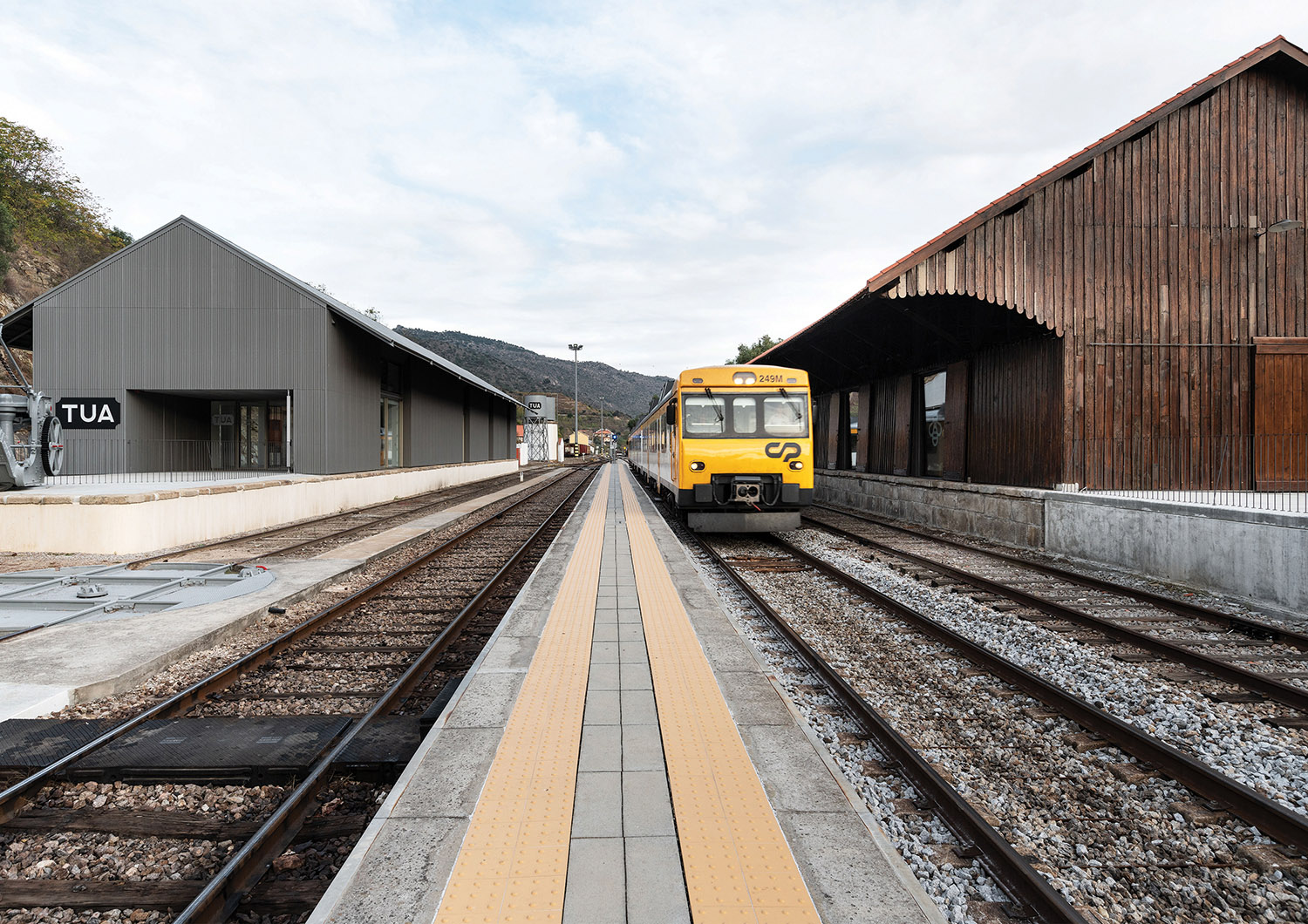 the twin buildings one on each side of the Douro railway line (west view) Luís Ferreira Alves