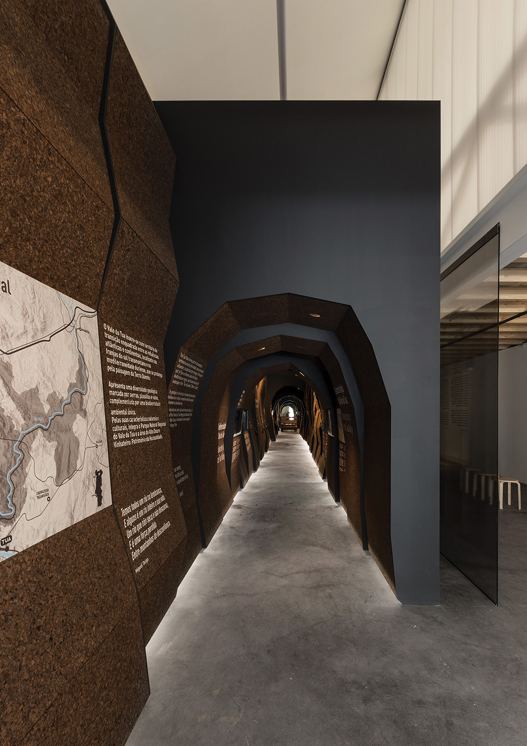 exhibition cork tunnel and the translucency of the mezzanine polycarbonate Luís Ferreira Alves