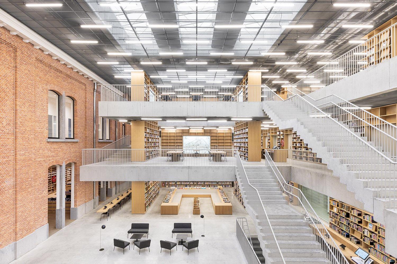 Central atrium: sculptural staircase Delfino Sisto Legnani e Marco Cappelletti