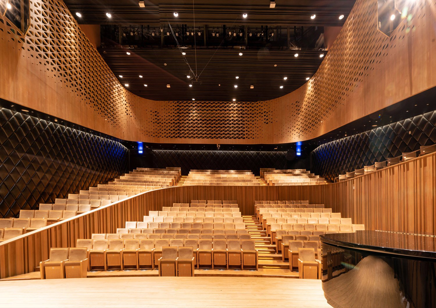 The 434-seat Recital Hall has the most intimate atmosphere of the four. With its asymmetrical composition and seating across two levels. Sytze Boonstra