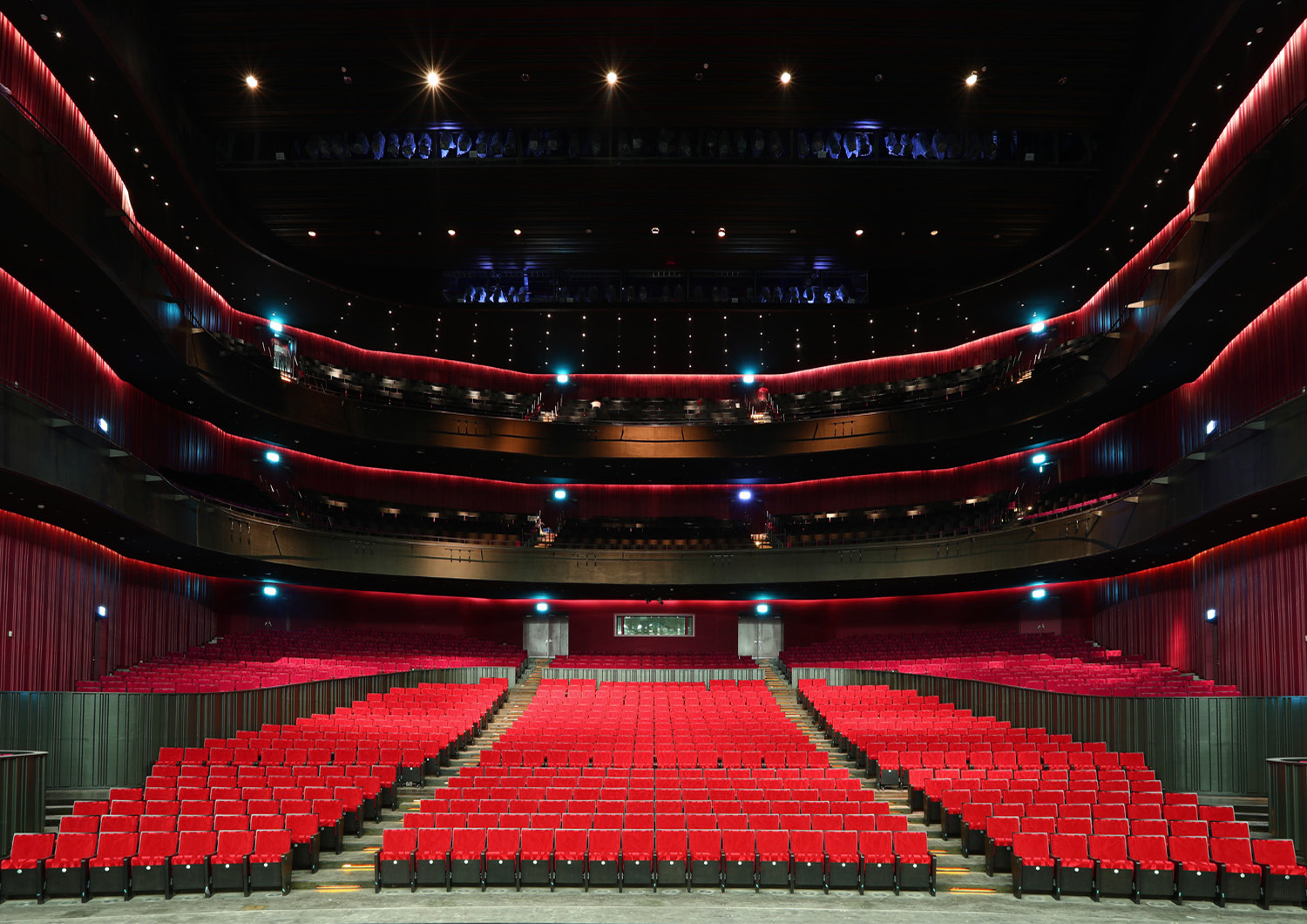 The 2236-seat Opera House is arranged in the form of a horseshoe with three circled balconies. This theatre is suitable for Western opera, with an orchestra of over seventy musicians. National Kaohsiung Center for the Arts (Weiwuying)