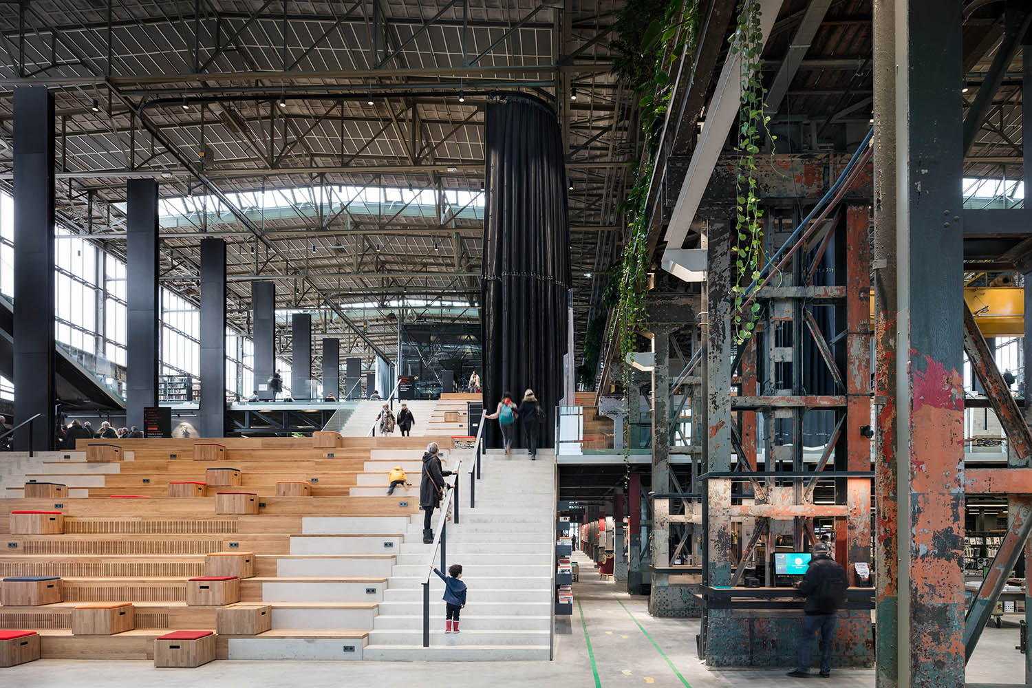 The central staircase is functional but also part of the program. Stijn Bollaert