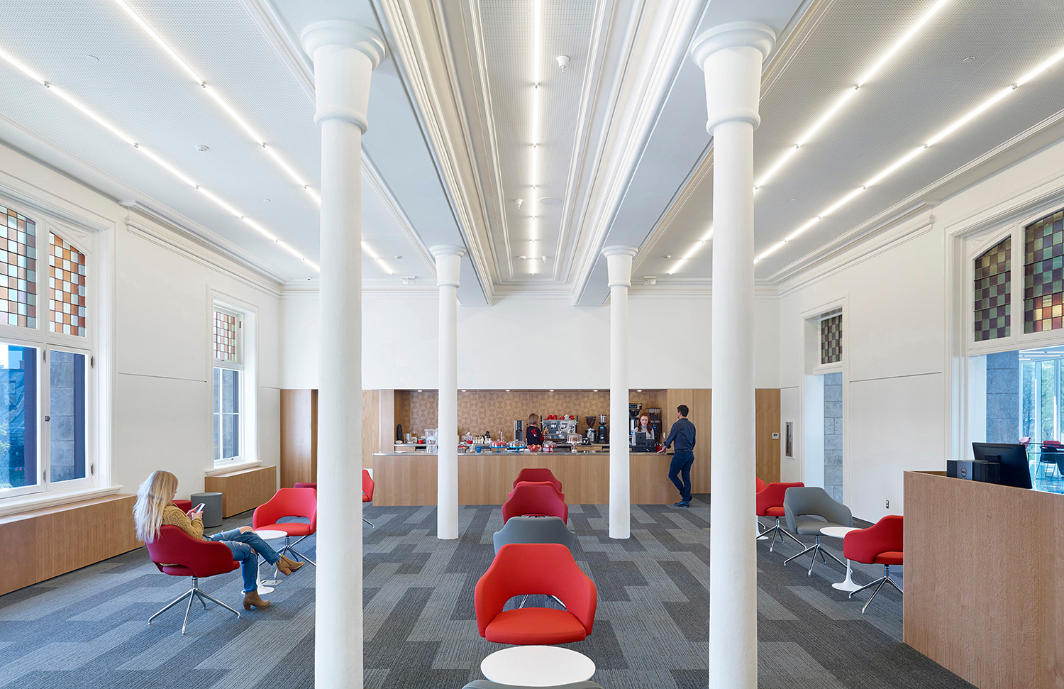 In the heart of the building, the comfortable Reading Room Café, with a fully-equipped kitchen, adjoins the new pavilion. Integrating food services into a library space helps draw in new users and enables  Tom Arban