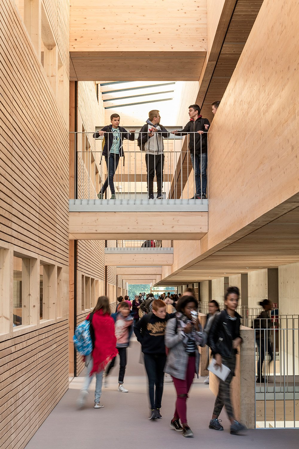 College Lamballe - circulation with bridges to the classrooms Luc Boegly
